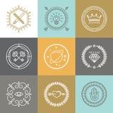 I segni ed il logo astratti dei pantaloni a vita bassa di vettore progettano gli elementi Immagini Stock