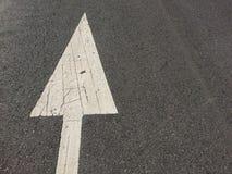 I segni sono segni di muoversi in avanti Immagine Stock