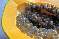 I semi della frutta della papaia si chiudono sul dettaglio Fotografia Stock