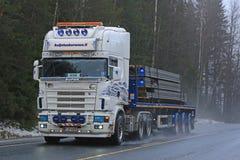 I semi eccellenti su misura di Scania trasportano il calcestruzzo Immagini Stock Libere da Diritti