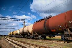 I serbatoi del treno con petrolio e combustibile Fotografie Stock Libere da Diritti