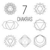I sette chakras hanno fissato il nero di stile sui precedenti bianchi Illustrazione lineare del carattere di Hinduismo e di buddi illustrazione vettoriale