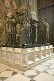 I Sevilla Cathedral sydliga Spanien, är mausoleum-monumentet och den utsmyckade gravvalvet av Christopher Columbus var dre för fy Royaltyfri Bild