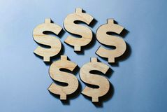 I simboli dei dollari si trovano immagine stock