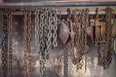 I skeppsvarven ska använda tungt lyfta hissar framställning den lämplig royaltyfri foto