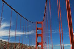 I skuggan av Golden gate bridge San Francisco Royaltyfri Foto