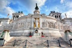 I soldati custodicono la tomba del soldato sconosciuto al monumento di Patria di della di Altare a Roma, Italia Immagini Stock