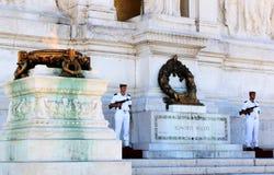 I soldati si avvicinano alla tomba del soldato sconosciuto, Roma, Italia Immagine Stock Libera da Diritti