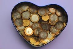 I soldi russi sono in un porcellino salvadanaio fotografie stock