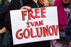 I sostenitori del giornalista detenuto Ivan Golunov, esprime l'appoggio alla protesta ed alle richieste per il rilascio immediato immagini stock