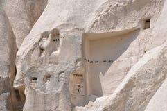 I sottotetti di piccione hanno scolpito in Rockface - Rose Valley rossa, Goreme, Cappadocia, Turchia Immagini Stock