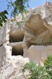 I sottotetti di piccione hanno scolpito in Rockface - Rose Valley rossa, Goreme, Cappadocia, Turchia Immagine Stock