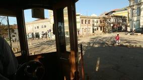 I spårvagnen på turist- linje för arv på kusterna av Douroen arkivfilmer