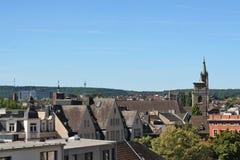 I stadens centrum Aachen med gammala tak. Arkivbilder