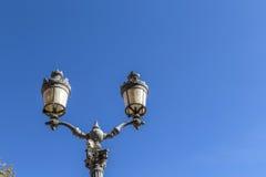 I stadens centrum Aixen provence för gammal lykta under blå himmel Fotografering för Bildbyråer