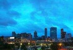 I stadens centrum Atlanta på nattetid arkivbilder