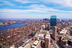 I stadens centrum Boston med Charles River Arkivfoton