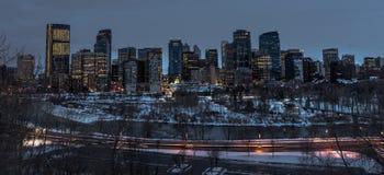 I stadens centrum Calgary Alberta på natten Royaltyfri Bild