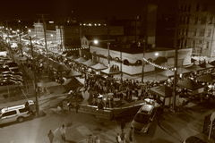 I stadens centrum Cleveland under den berömda nattmarknaden Royaltyfri Foto