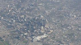I stadens centrum Dallas flyg- sikt stock video