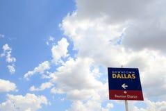 I stadens centrum Dallas Sign, rum för text Royaltyfria Foton