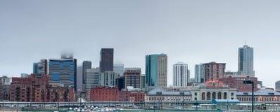I stadens centrum Denver i tjock dimma Royaltyfri Bild