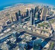 I stadens centrum Dubai. Östligt Förenade Arabemiraten arkitektur. Antenn Royaltyfri Foto