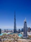 I stadens centrum Dubai med Burjen Khalifa och Dubai Fou royaltyfri bild