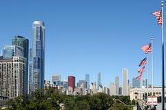 i stadens centrum flaggor för chicago cityscape Arkivbild
