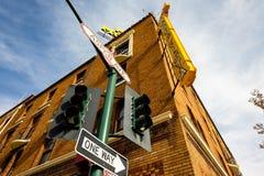 I stadens centrum flaggstångCityscape fotografering för bildbyråer