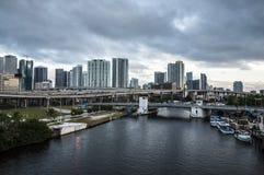 I stadens centrum flod och Miami Royaltyfri Fotografi