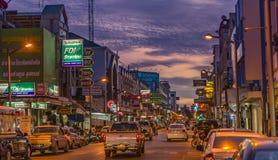 I stadens centrum gata av det Surat Thani landskapet, Thailand Royaltyfria Bilder