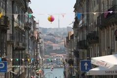 I stadens centrum gata i Porto Royaltyfria Foton