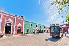 I stadens centrum gatasikt i Valladolid, Mexico Arkivbild
