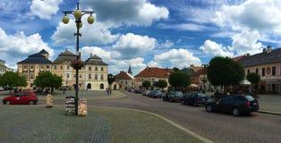 I stadens centrum gator av Kutna Hora, Tjeckien arkivfoto
