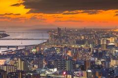 I stadens centrum härlig för Osaka för flyg- sikt för solnedgånghimmel affär stad Royaltyfria Foton