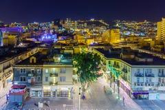 I stadens centrum Haifa på natten arkivfoto