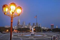I stadens centrum horisont för skymning för Philadelphia Cityscapestad Royaltyfri Fotografi