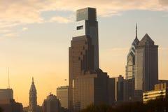I stadens centrum horisont med staden Hal i Philadelphia arkivbilder