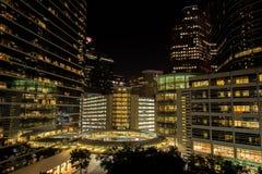 I stadens centrum Houston byggnader på natten Fotografering för Bildbyråer
