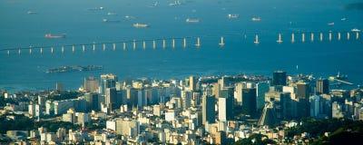 i stadens centrum I niter rio för bro Arkivbilder