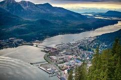 I stadens centrum Juneau från Mt. Roberts Arkivbild