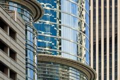 i stadens centrum kontor för abstrakt byggnader Royaltyfri Fotografi