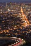 i stadens centrum lampanatt Arkivbilder