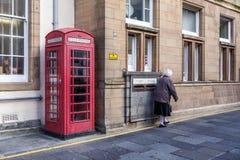 I stadens centrum Lerwick, Skottland Arkivfoto