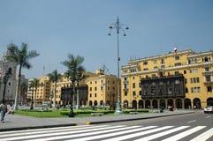 I stadens centrum Lima Peru med koloniala byggnader på en solig dag Royaltyfria Bilder
