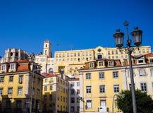 I stadens centrum Lissabon byggnader Rossio Arkivfoton