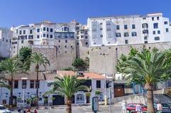 I stadens centrum Mahon och harborfront i Menorca royaltyfri fotografi