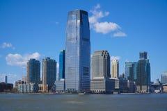 I stadens centrum Manhattan skyskrapor - sikt från frihetön MANHATTAN - NEW YORK - APRIL 1, 2017 Royaltyfri Bild