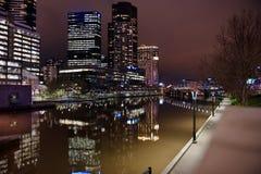 i stadens centrum melbourne natt Royaltyfri Bild